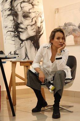 Archivo - La artista Man Yu en su estudio