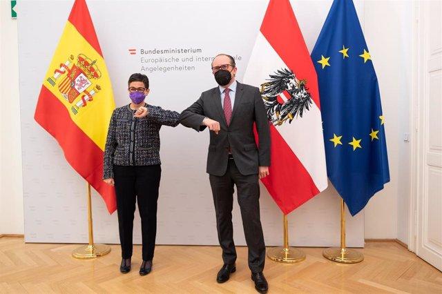 La ministra de Asuntos Exteriores, UE y Cooperación, Arancha González Laya, con su homólogo austríaco, Alexander Schallenberg, en Viena