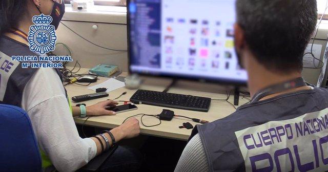 Archivo - Imatge d'arxiu d'uns agents de la Policia Nacional.