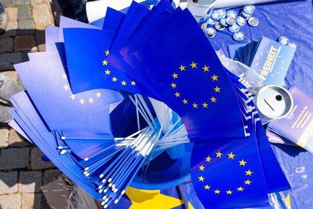 Archivo - Arxiu - Banderes de la UE en un acte de campanya a Alemanya.