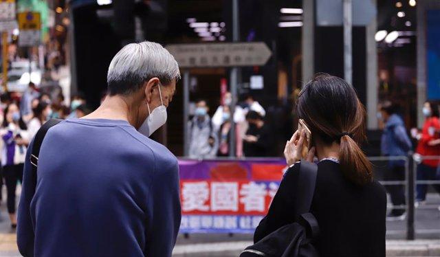 Ciudadanos en el centro financiero de Hong Kong