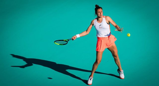 Archivo - Sara Sorribes Tormo of Spain in action during her quarter final match at the 2021 Abu Dhabi WTA Womens Tennis Open WTA 500 tournament against Marta Kostyuk of Ukraine