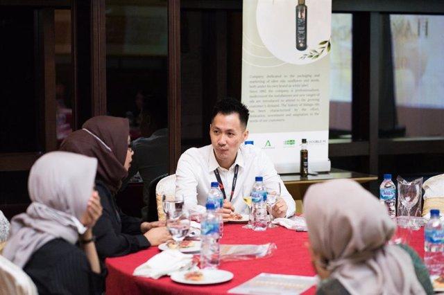 Extenda abre camino al AOVE andaluz en Indonesia ante unos consumidores asiáticos muy interesados en sus beneficios para la salud.