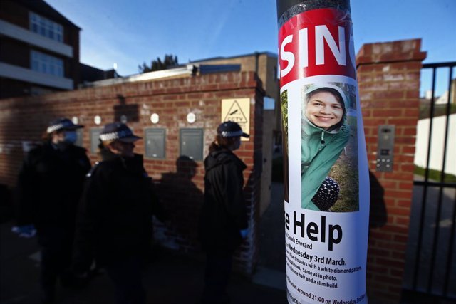 09 March 2021, United Kingdom, London: Police officers conduct a house-to-house search on Kingswood Road for missing woman Sarah Everard, 33, who left a friend's house in Clapham, south London, on Wednesday evening. Photo: Yui Mok/PA Wire/dpa