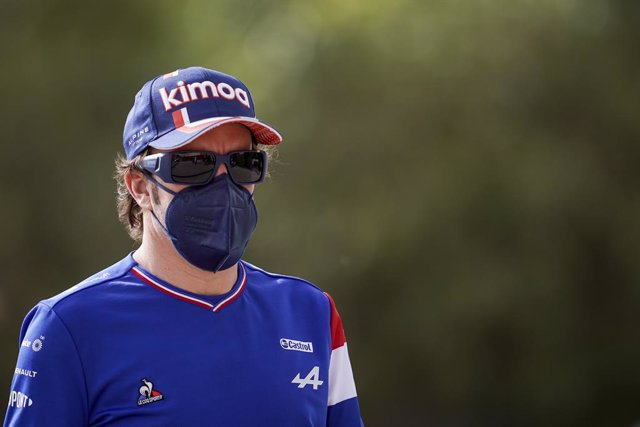 13 March 2021, Bahrain, Sakhir: Spanish Formula One driver Fernando Alonso of Alpine F1 Team arrives at the track before the start of day two of the 2021 Formula 1 Pre-Season testing at the Bahrain International Circuit. Photo: James Gasperotti/ZUMA Wire/