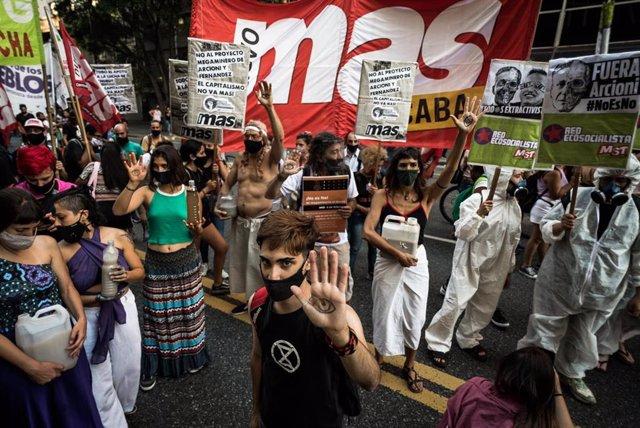 Manifestación en Buenos Aires contra el proyecto minero en Chubut