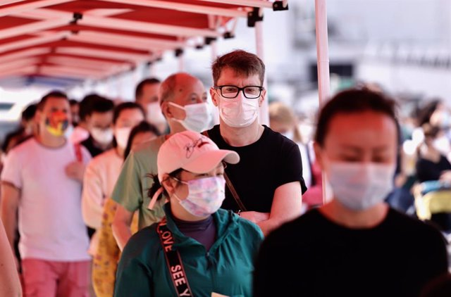13 March 2021, China, Hong Kong: People queue in front of coronavirus (COVID-19) test centre outside City Hall. Photo: Liau Chung-Ren/ZUMA Wire/dpa