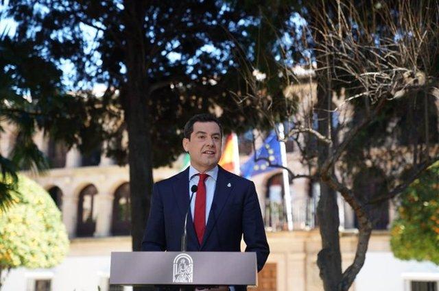 El presidente de la Junta de Andalucía, Juanma Moreno, en la rueda de prensa posterior a la reunión del Consejo de Gobierno. Imagen de archivo.
