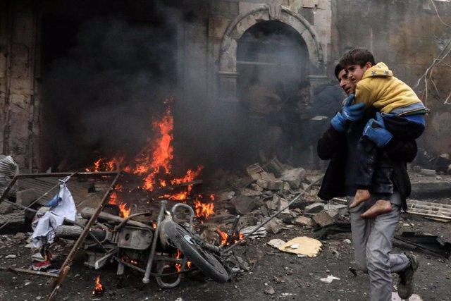 Archivo - Escenario de una explosión en la localidad siria de Azaz