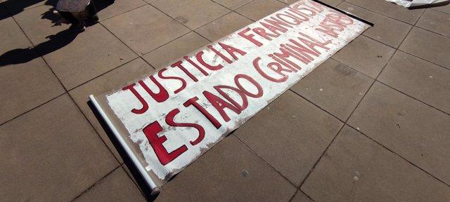 Pancarta que encapçala la marxa fins a la presó Brians 1 (Barcelona) per reclamar la llibertat del raper Pablo Hasél