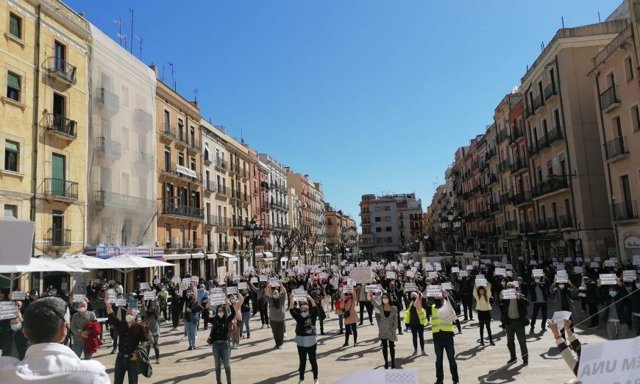 Unes 120 persones afins a Vox es concentren a Tarragona