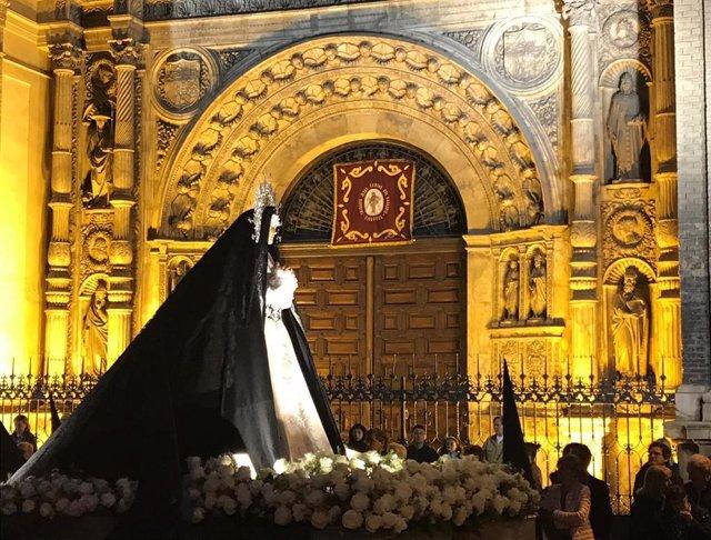 Archivo - Imagen de la Dolorosa en una procesión de la Semana Santa