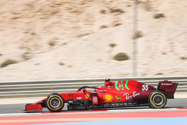 55 SAINZ Carlos (spa), Scuderia Ferrari SF21, action during the Formula 1 Pre-season testing 2020 from March 12 to 14, 2021 on the Bahrain International Circuit, in Sakhir, Bahrain - Photo Antonin Vincent / DPPI