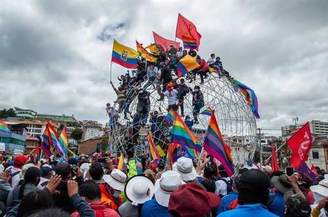 26 February 2021, Ecuador, Quito: Environmental activist and presidential candidate Yaku Perez (C) speaks to supporters during a political event. Perez, third-place finisher in the first round of voting, called for a recount of the votes by the election o