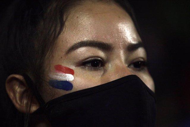 Una manifestante en las marchas contra el Gobierno de Paraguay.