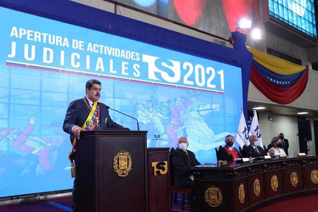 Archivo - HANDOUT - 22 January 2021, Venezuela, Caracas: Venezuelan president Nicolas Maduro speaks during a ceremony to mark the start of the Supreme Court's new working year. Photo: -/Prensa Miraflores/dpa - ACHTUNG: Nur zur redaktionellen Verwendung un