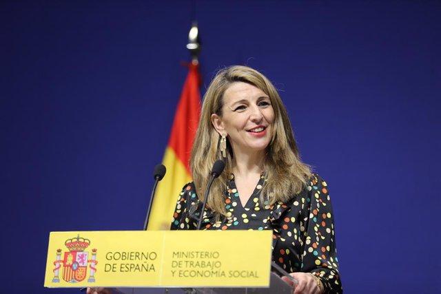 La ministra de Trabajo, Yolanda Díaz, explica en rueda de prensa el acuerdo para regularizar a los repartidores