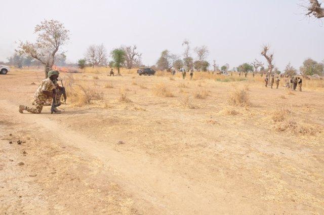 Archivo - Un soldado en Nigeria