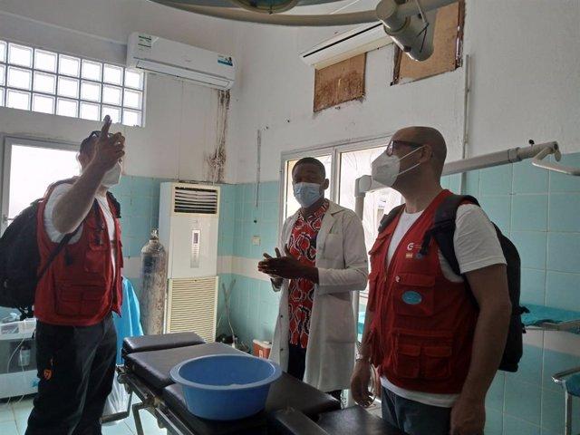 El equipo español de ayuda humanitaria se integra en los hospitales de Bata para atender a las personas heridas por la explosión del arsenal militar