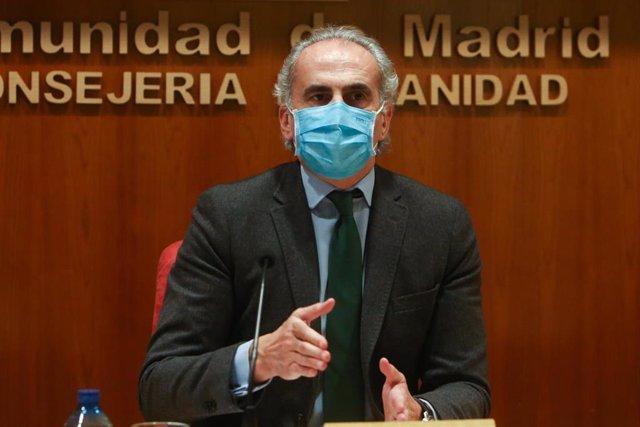 Archivo - El consejero de Sanidad, Enrique Ruiz Escudero, en una rueda de prensa convocada ante los medios para actualizar la información sobre la situación epidemiológica y asistencial en la región por coronavirus, en Madrid, (España), a 22 de enero de 2
