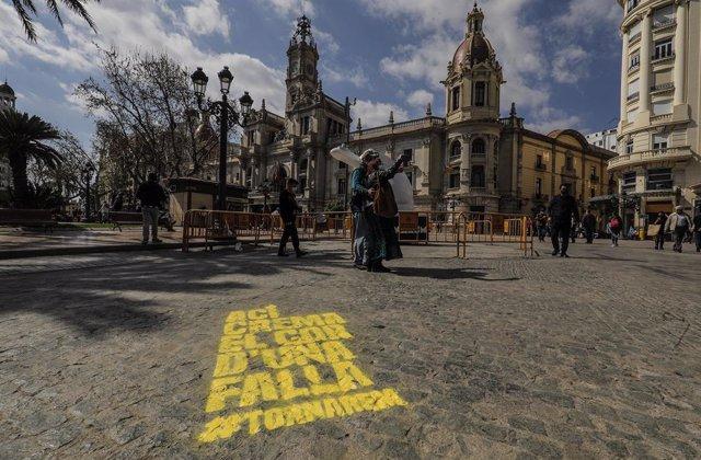 """València desperta amb les 382 demarcacions falleres pintades en una 'plantà' """"simbòlica"""""""