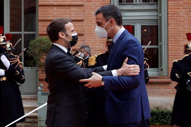 El president del Govern espanyol, Pedro Sánchez, es reuneix amb el president de França, Emmanuel Macron.