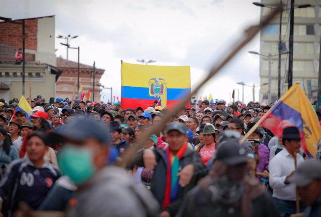 Archivo - 09 October 2019, Ecuador, Quito: Demonstrators take part in a protest called on by the Confederation of Indigenous Peoples (CONAIE) against Ecuadorian President Lenin Moreno's economic policy.. Photo: Juan Diego Montenegro/dpa