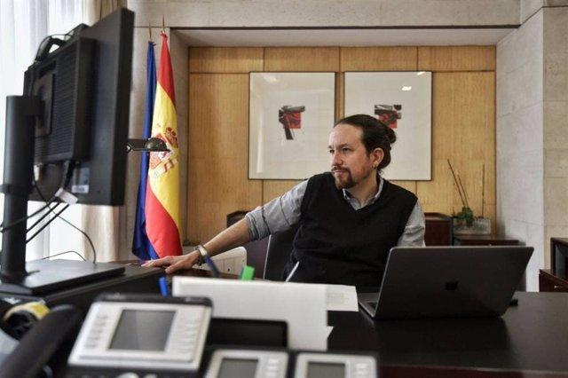 El vicepresidente segundo del Gobierno, Pablo Iglesias, mantiene una reunión telemática con el presidente del Parlamento Europeo, David Sassoli,