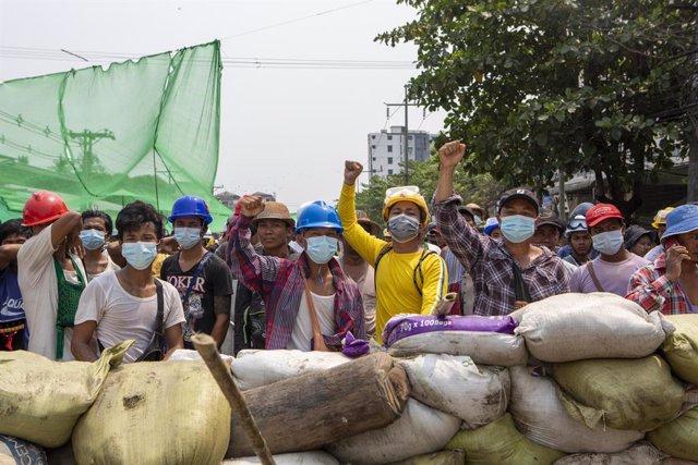 Protesta en Rangún contra el golpe de Estado