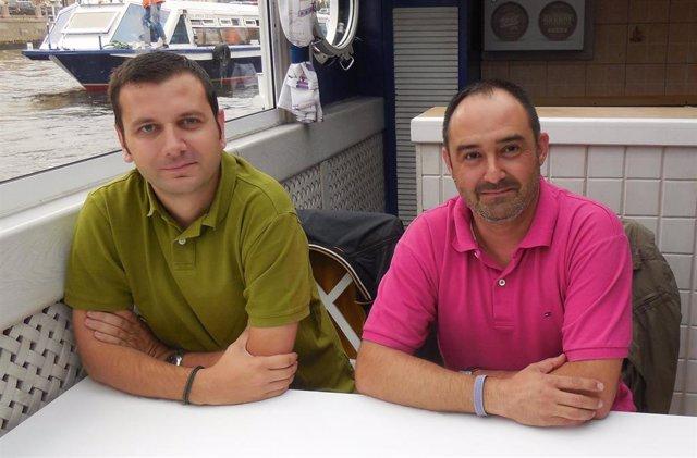 El investigador de la UMU, Juan Manuel Bueno (dcha.) junto al investigador Stefan Stanciu, uno de los colaboradores  de la Universidad Politécnica de Bucarest
