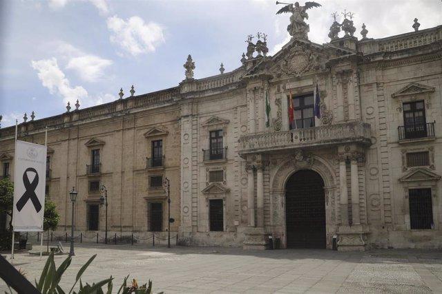 Archivo - Fachada del Rectorado de la Universidad de Sevilla (US)