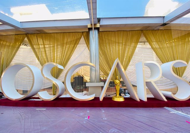 Archivo - 07 February 2020, US, Los Angeles: A general view of the red carpet being set up at the Dolby Theater venue during preparation for the 92nd Academy Awards Oscars 2020, which will be held on 10 February 2020. Photo: Jennifer Graylock/PA Wire/dpa