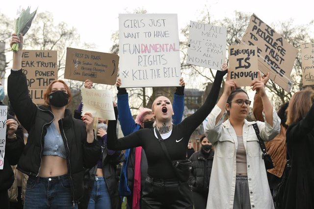 15 March 2021, United Kingdom, London: Demonstrators hold placards during a Reclaim the Streets protest at the Parliament Square, in memory of Sarah Everard who went missing while walking home from a friend's flat on March 3. Photo: Dominic Lipinski/PA Wi