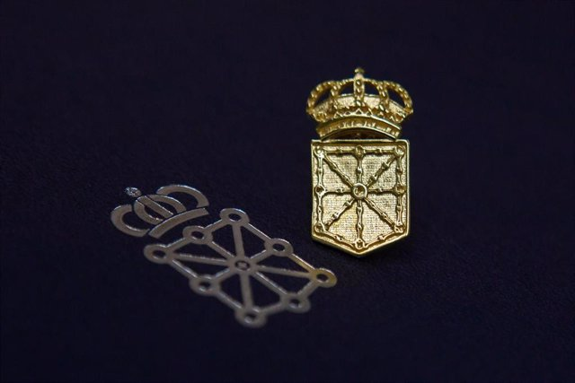 Imagen de la insignia recibida por el personal jubilado.