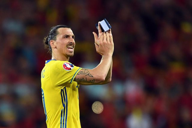 Archivo - FILED - 22 June 2016, France, Nice: Sweden's Zlatan Ibrahimovic reacts after the UEFA Euro 2016 Group E soccer match between Sweden vs France at the Stade de Nice. Veteran AC Milan forward Zlatan Ibrahimovic announced a fundraiser on Wednesday i