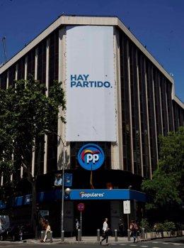 Archivo - Foto de la fachada del PP, en Génova 13.