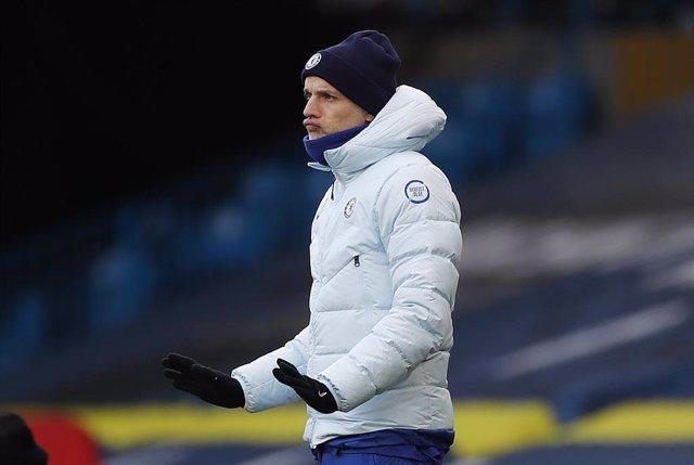 Thomas Tuchel dirigiendo al Chelsea
