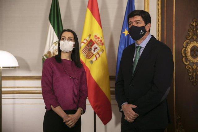 Archivo - La presidenta de Ciudadanos (Cs), Inés Arrimadas (i), junto al vicepresidente de la Junta, Juan Marín (d), minutos antes de la reunión con el presidente de la Junta de Andalucía, Juanma Moreno, en una foto de archivo.