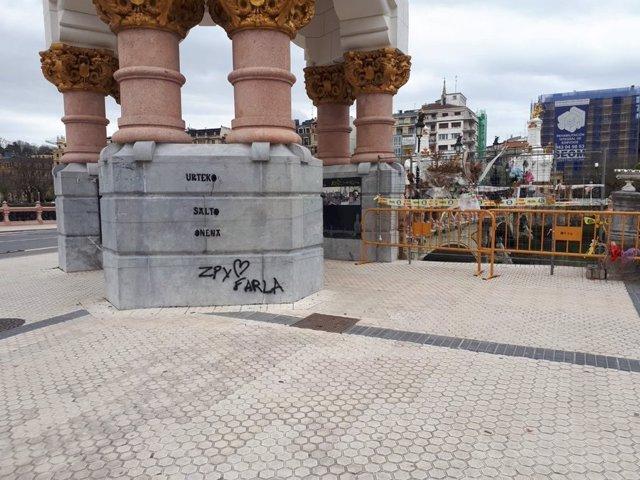 Pintada en el lugar donde se precipitó al Urumea un coche patrulla de la Ertzaintza, falleciendo uno de sus ocupantes