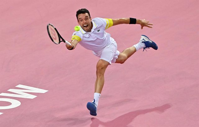 27 February 2021, France, Montpellier: Spainsh tennis player Roberto Bautista Agut in action against Germany's Peter Gojowczyk during their mens singles Semifinals tennis match at the Open Sud de France ATP World Tour in Montpellier. Photo: Pascal Guyot/A