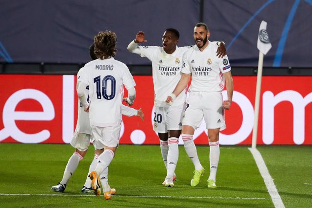 16 March 2021, Spain, Madrid: Real Madrid's celebrates scoring his side's first goal with teammates during the UEFA Champions League round of 16 second leg soccer match between  Real Madrid and Atalanta BC at Estadio Alfredo Di Stefano. Photo: Indira/DAX