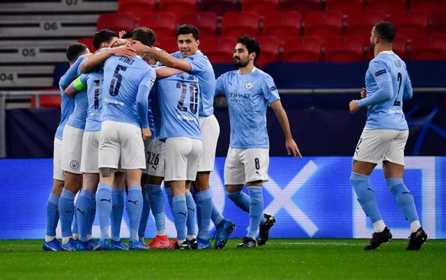 16 March 2021, Hungary, Budapest: Manchester City's players celebrate their side's first goal scored by Kevin De Bruyne during the UEFA Champions League round of 16 second leg soccer match between Manchester City and Borussia Moenchengladbach at Puskas Ar