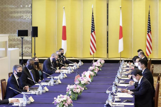 16 March 2021, Japan, Tokyo: US Secretary of State Antony Blinken (L) and US Secretary of Defence Lloyd Austin (2nd L), speak with Japanese Foreign Minister Toshimitsu Motegi (2nd), and Japanese Defence Minister Nobuo Kishi (R) during the Japan-US Securit