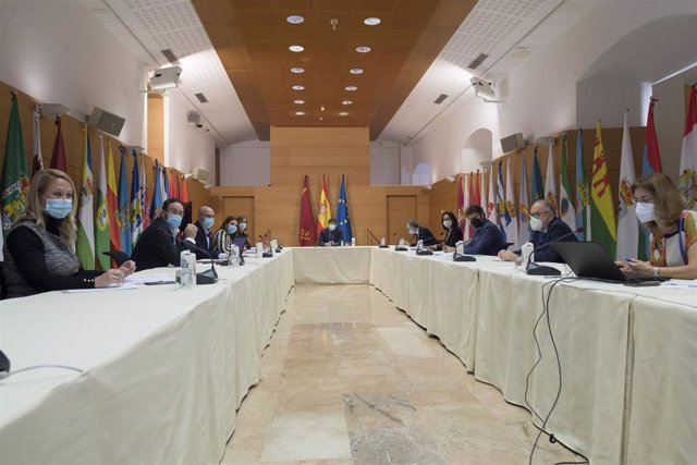 El jefe del Ejecutivo regional, Fernando López Miras, preside la reunión del Comité de Seguimiento Covid