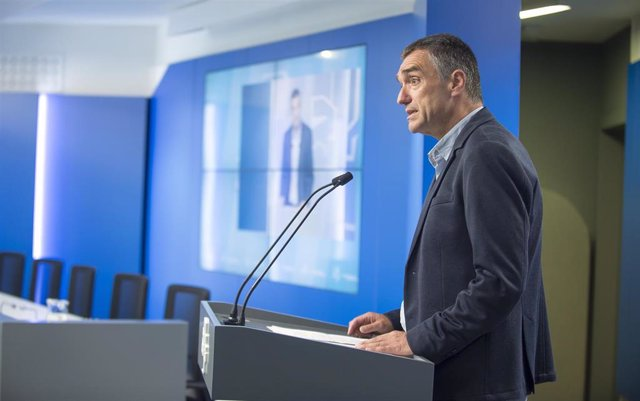 Archivo - El secretario de Derechos Humanos, Convivencia y Cooperación, Jonan Fernández, en una comparecencia en el Parlamento Vasco