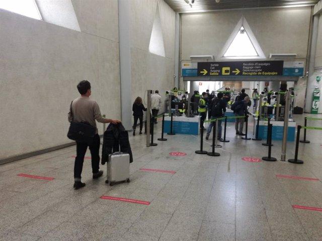 Archivo - Control de pasajeros internacionales en el aeropuerto de Palma.