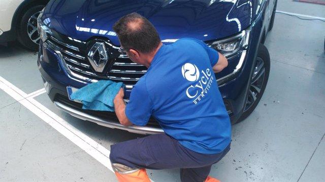 Un operario de Cycle durante su jornada laboral