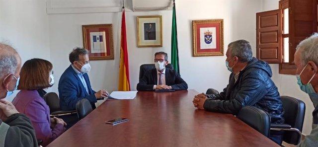 El delegado de Turismo de la Junta en Granada, Gustavo Rodríguez, ha visitado Válor (Granada) .