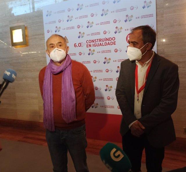 Pepe Álvarez y José Antonio Gómez en declaraciones a los medios en Santiago