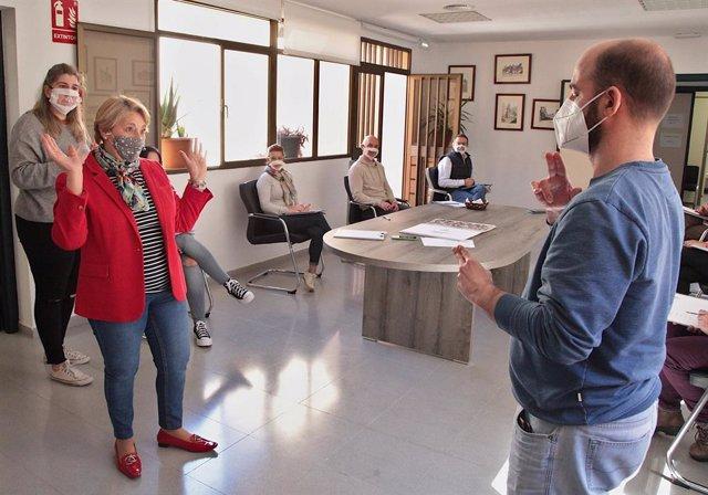 La Diputación de Badajoz programa un curso sobre lengua de signos